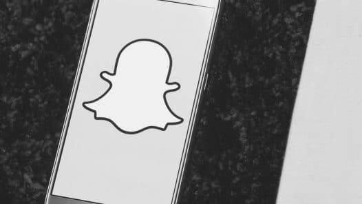 snapchat ads τι παίζει